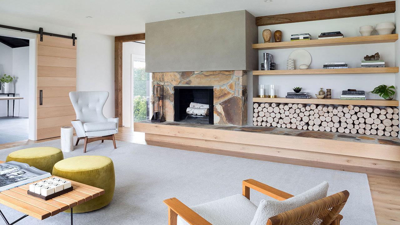 Sala con decoración rústica moderna